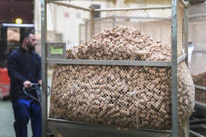 Fabrica de tapones de corcho para vino y cava Oller de la provincia de Girona.