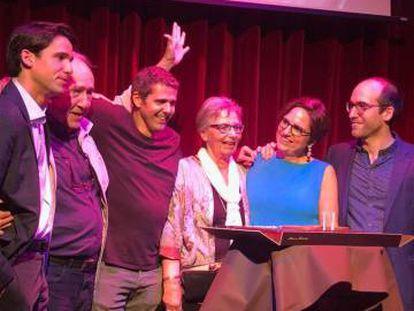 Un momento de la fiesta por el 80º cumpleaños de Joan Margarit.