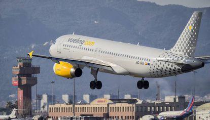 Un avión de Vueling, en El Prat.