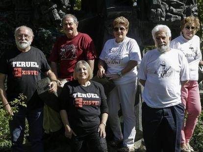 Los miembros de la plataforma Teruel Existe, en el Parque de los Fueros.