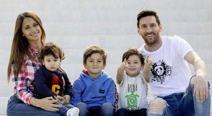 Messi con su mujer Antonella e hijos, en una foto del instagram del futbolista