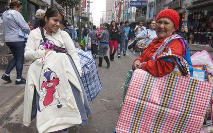 La metadata de la foto es Trabajadoras informales en Lima.