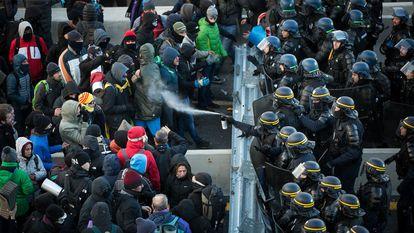 Protesta de Tsunami Democràtic en la AP-7 a la altura de la frontera con Francia, el 12 de noviembre.