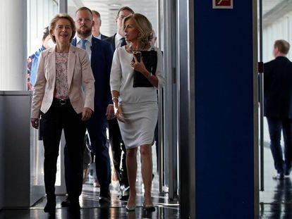 Von der Leyen (izquierda), el 19 de septiembre en el Parlamento.