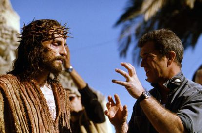 Mel Gibson directs Jim Caviezel in 'The Passion of the Christ'.