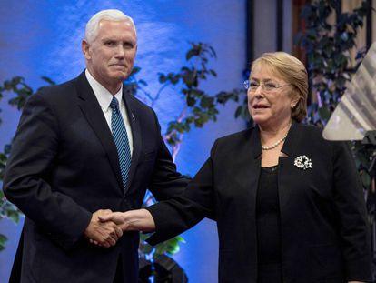 Pence y Bachelet este miércoles en Santiago de Chile.