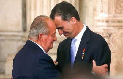 Juan Carlos I and his son Felipe, at the abdication ceremony in June 2014.