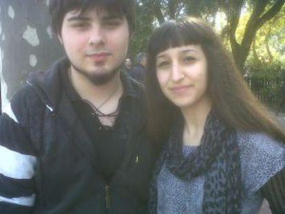 Vicente D. M., estudiante de Comunicación Audiovisual en la facultad de Filología de Valencia, y Noemi Zafra, tatuadora profesional de 19 años.