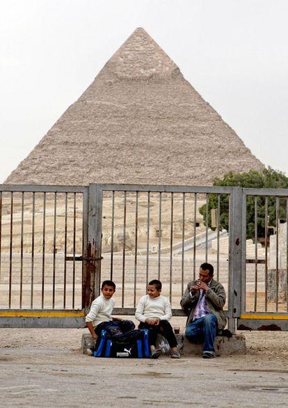 Imagen de la zona de las pirámides de Gizeh, cerrada al turismo.