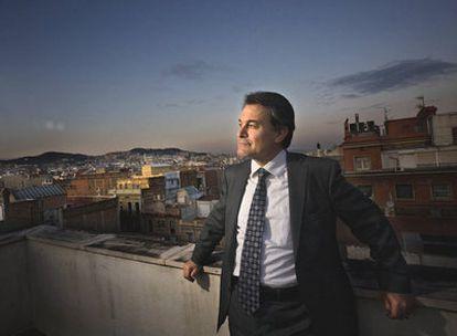 Artur Mas, presidente de Convergència i Unió y líder de la oposición en el Parlamento de Cataluña, fotografiado en la terraza de la sede de CiU.