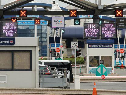 Puesto de control fronterizo en Calais, la terminal de ferry que une el continente con el Reino Unido, a principios de junio.