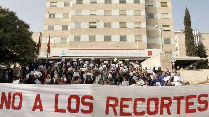 Protesta de los sanitarios frente al Gregorio Marañón.