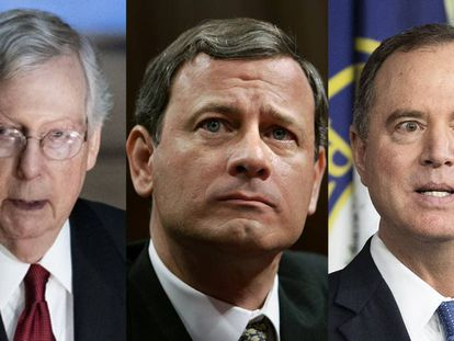 De izquiera a derecha: el líder republicano del Senado, Mitch McConnell, el presidente del Tribunal Supremo, John Roberts, y el jefe del Comité de Inteligencia de la Cámara de Representantes, el demócrata Adam Schiff.