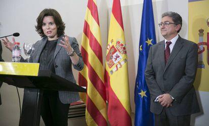 Soraya Sáenz de Sanatmaria y Enric Millo este lunes.