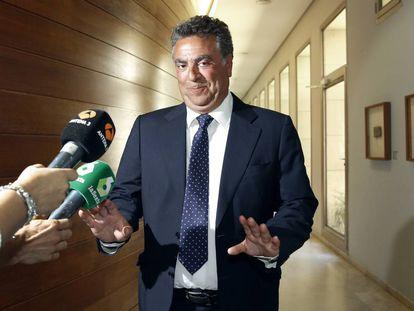 El empresario alicantino Enrique Ortiz antes de declarar en las Cortes.