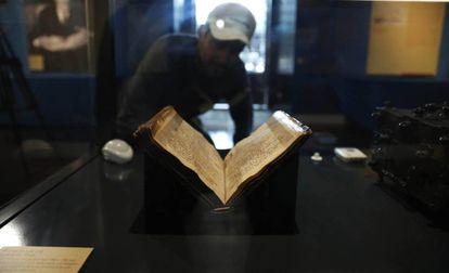 Códice del 'Cantar del Mío Cid' expuesto en la Biblioteca Nacional.
