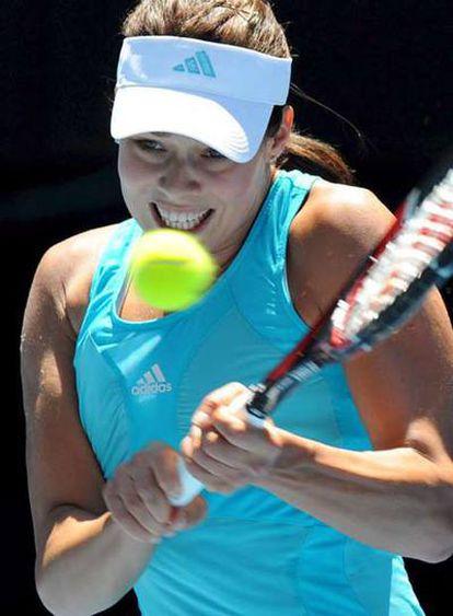 Ana Ivanovic no pudo con el servicio de Sharapova