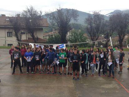 Jóvenes de un instituto de Hernani homenajean a 22 etarras.