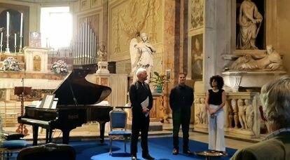 Estreno de 'Pentaphonics' de Eduardo Soutullo (en el centro), en la Real Academia de España en Roma, en una imagen cedida por el compositor.