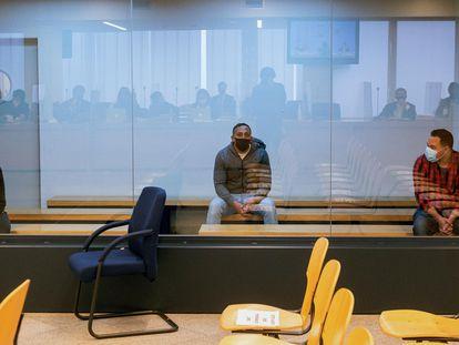 Mohamed Houli (izquierda), Driss Oukabir (centro) y Said Ben Iazza (derecha), durante el juicio.
