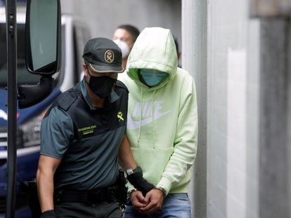Salida de los juzgados de A Coruña de los acusados por el crimen de Samuel Luiz.