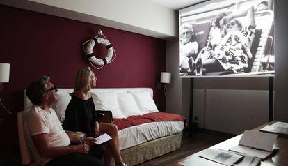 Obra de Miralda proyectada en una de las habitaciones del Hotel Catalonia Ramblas durante la Feria Loop.