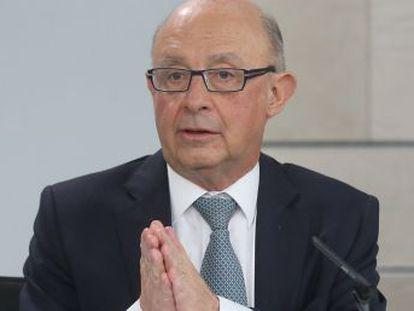 El ministro, Cristóbal Montoro, afirma que la reducción del 21 al 10%  no es para que el sector tenga más beneficios sino para el consumidor