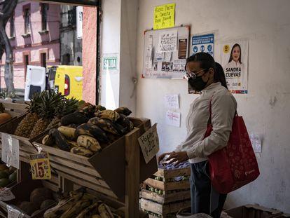 Un comercio de frutas en el centro histórico de Ciudad de México.