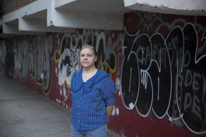 Kattya Núñez, an anthropologist, who investigates the gangs in Villaverde, along with some graffiti.