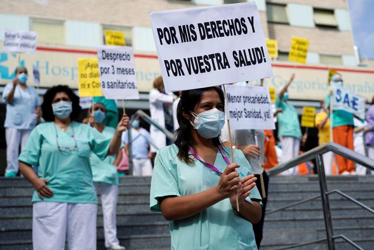 Concentración en la puerta del hospital Gregorio Marañón este martes 15 de septiembre.