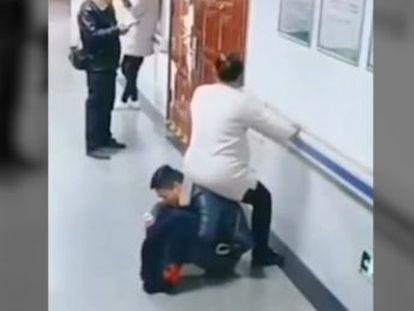 El vídeo fue compartido por la policía de Hegang (China) y ha generado un gran debate tras volverse viral