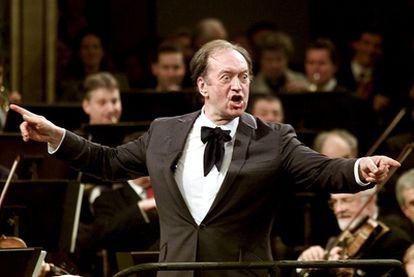 Nikolaus Harnoncourt, durante el Concierto de Año Nuevo en Viena en 2001.
