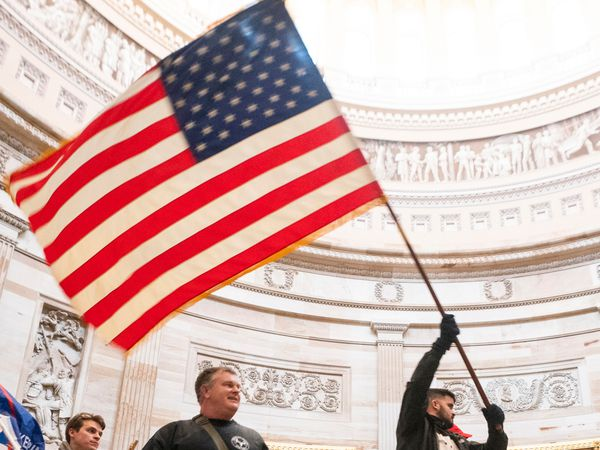 Washington (United States), 06/01/2021.- Supporters of US President Donald J. Trump in the Capitol Rotunda after breaching Capitol security in Washington, DC, USA, 06 January 2021. Protesters entered the US Capitol where the Electoral College vote certification for President-elect Joe Biden took place. (Protestas, Estados Unidos) EFE/EPA/JIM LO SCALZO