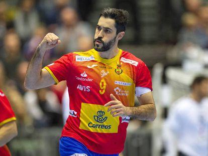 Raúl Entrerríos celebra un gol en el España-Egipto.