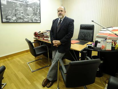 Txarli Prieto, en su despacho de secretario general del PSE alavés.
