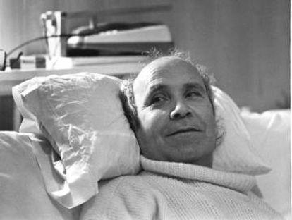 El luchador gallego Ramón Sampedro, tetrapléjico que reivindicó su derecho a morir durante 29 años ante los tribunales, fotografiado en su casa en Xuño (A Coruña) en 1994.