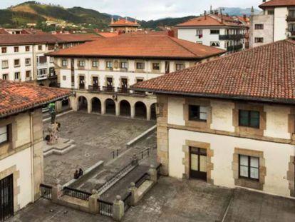 Plaza de los Fueros de Gernika, donde se encuentra el Ayuntamiento.