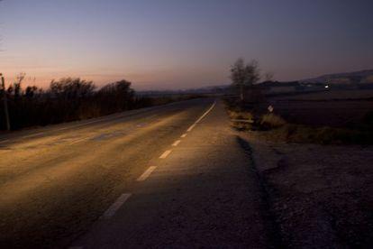 La carretera entre Alagón y Remolinos, provincia de Zaragoza, junto al puente sobre el Ebro.