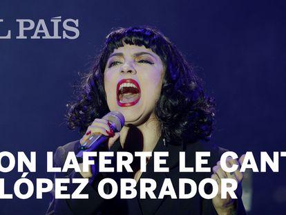 La presentación de Mon Laferte en el Zócalo de Ciudad de México.
