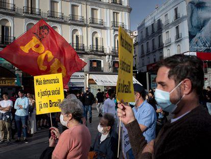 Una protesta contra el Gobierno de Bolsonaro en la Puerta del Sol de Madrid, un año antes de las elecciones presidenciales de 2022.