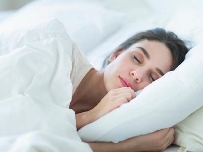 Son idóneas para garantizar una buena postura al dormir y evitar dolores en las cervicales. GETTY IMAGES.