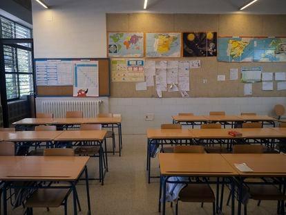 Aulas vacías del colegio público Macarena, en Sevilla.