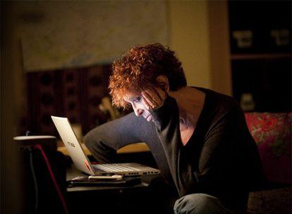 La escritora Maruja Torres, ayer en su casa de Barcelona.