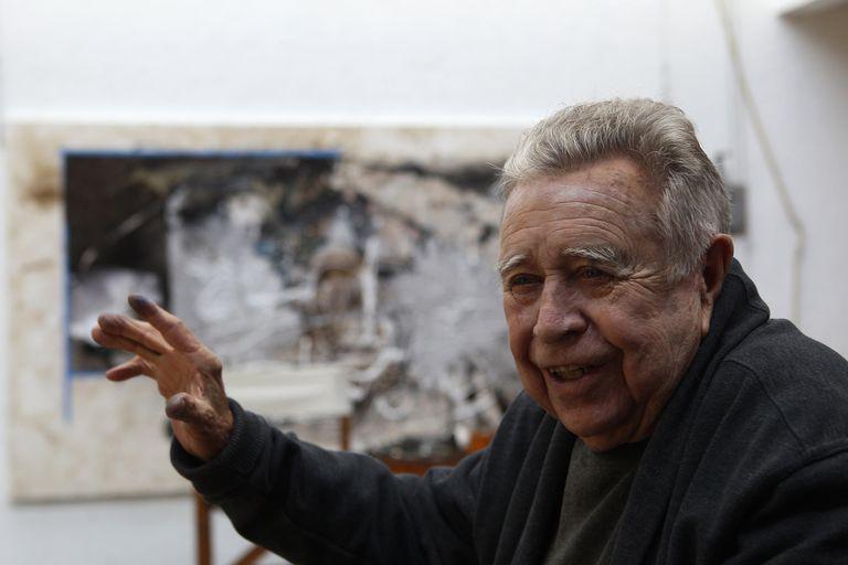 El pintor y escultor mexicano Manuel Felguérez en su taller de Ciudad de México, en 2017.