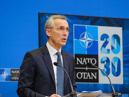 El secretario general de la OTAN, Jens Stoltenberg, este lunes durante la rueda de prensa previa a la reunión de ministros de Defensa de la Alianza, en Bruselas.