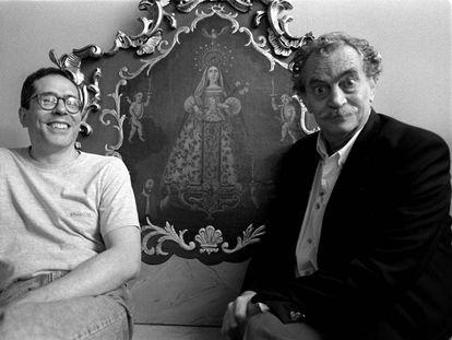 Los escritores argentinos César Aira y Fogwill, en Barcelona en 1998.