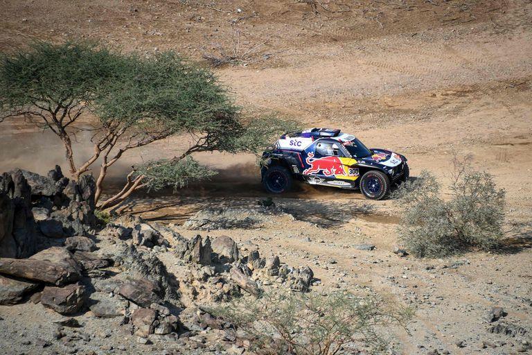Carlos Sainz y su copiloto Lucas Cruz, durante la etapa prólogo celebrada este sábado en torno a Yedda (Arabia Saudí).