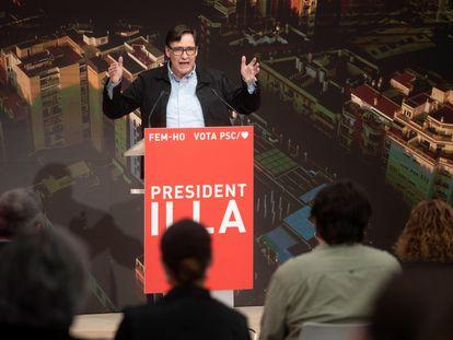 El candidato del PSC a la Generalitat, Salvador Illa , interviene este domingo en un acto en la sede del partido en Barcelona
