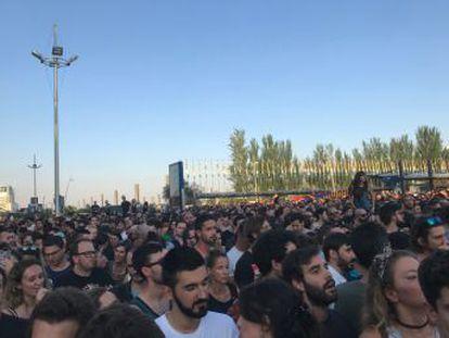 El festival comienza entre múltiples críticas de los asistentes