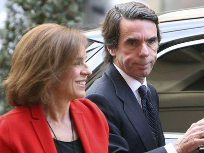 El expresidente del Gobierno, José Maria Aznar y su esposa Ana Botella, a la llegada a un acto de las Fundación FAES en Madrid.
